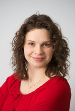 Vivian Dayeh, Continuing Lecturer and Associate Chair Undergraduate Studies at the University of Waterloo Biology Department